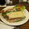 珈琲館 - 料理写真:【期間限定】Wハムとジューシー野菜のサンドです。