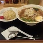 豚太郎  - Aセット(しょうゆラーメン+半炒飯です)