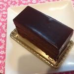 ミッシェル・ショーダン - ガトーエスメラルダ(\650):ねっとり濃厚ビターチョコレートクリームで表面を覆って♥