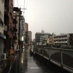 ビーボ デイリースタンド - 神田川沿いに看板を見つけた。
