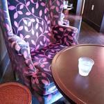 ナガハマコーヒー - ソファー席1(ゆったりできます)