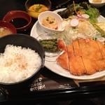 焼肉 近江 - チキンカツ定食