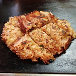 鈴 - 料理写真:お好み焼き定食のお好み焼き