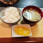 鈴 - 定食のご飯と味噌汁です。
