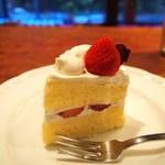 宮越屋珈琲 - いちごのショートケーキ