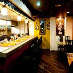 インドカレーの店 アールティー - インドの飲み屋をイメージした店内!