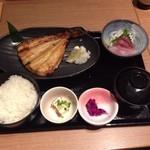 はなの舞 - 本日の魚と刺身定食 700円