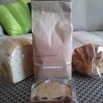 KUSA.喫茶 - 珈琲豆 モカ・イルガチェフェと食パン 林檎とシナモンのパン ラムレーズンのケーキ