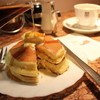 サンシャイン - 料理写真:とってもアツアツ、上に乗せたバターがとろりと落ちちゃいます。メープルシロップを沢山かけて召し上がれ!