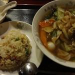 東海飯店 - 五目そば+半チャーハン:900円