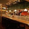 蔵っちぇ - 内観写真:オープンキッチンの活気溢れるバル