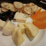 19851150 - チーズ4種の盛合せ 1250円                       ミモレット カマンベール ジェラルクリーミーウォッシュ ゴルゴンゾーラ
