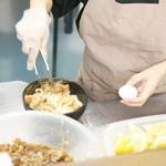 麺処 綿谷 - 肉うどんを製作中!