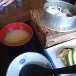 ドライブイン長谷川 - 山菜釜めし定食
