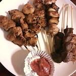 よっさん - 料理写真:左からタレで肝2本、つくね2本、ねぎま1本。塩で砂ずり2本、地鶏1本
