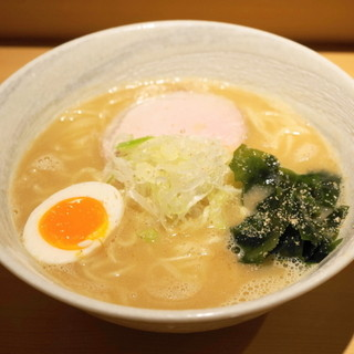 道の塩 - 料理写真:塩らーめん(750円)並は麺量150g