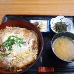 南部路 - 煮かつ丼 820円