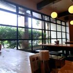 一鶴 - 窓際のテーブル