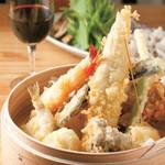 米福 - 料理写真:米福は「天ぷら×ワイン」をお勧めします!サクっと食感の軽い天ぷらとワインは相性抜群です!ワインも各種取り揃えてございますので是非一度お試しください!