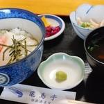 亀島亭 - 二品丼(イカと甘エビを選択)