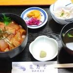 亀島亭 - さしみ丼のネタ大盛り
