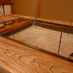 浅田屋 - こちらにまず通して頂き紫蘇風味のお茶を頂きます。
