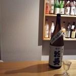 和酒の店 杉玉 - ひとりでしっとり。ふたりでひっそり。もちろん、予約して席数フルの7名で楽しむもいいかもしれません。