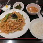 天一房 中華料理 - 五目焼きそば+半ライス(700円)