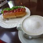 サッポロ珈琲館 - モーニングスペシャル 熏煙チーズソーセージ ホットドッグ 600円