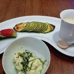 チューリップスープ - 蕪のムース、ズッキーニピッツア、胡瓜とフルーツトマト白みそのせ、青豆ざる豆腐の塩麹和え。