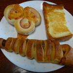 ぱんやベッキー - ハムチーズ150円、フレンチトースト105円、ベッキー180円
