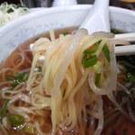 新華苑 - 料理写真:もやしも湯がいて、冷たいラーメン汁に漬け込んでました。