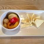 ガレージパーク - 自家製ピクルスとチーズ
