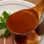 麺と心 7 - カマス煮干しの冷やし醤油ラーメン スープ