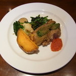 ラ・テール・メゾン - 豚肉のスペアリブ香草パン粉焼き 有機野菜を添えて¥1260