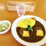 ゆい・ゆい本舗 - チーズハンバーグカレー550円(サラダ付き)