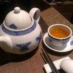 20144123 - 水の代わりのお茶。ジャスミンではなかった。プーアールかも?季節がらか冷たいお茶だった