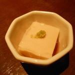 とりかく - お通しのゴマ豆腐
