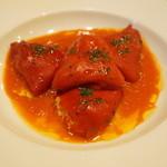 コム・ア・ラ・メゾン - バスク風白身魚のすり身の赤ピーマン詰め トマトソース(1500円)