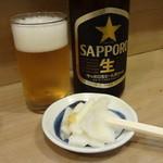 ミルクワンタン 鳥藤 - 瓶ビール、白菜の漬物