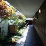 梅の花 - アプローチ