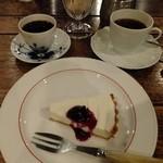 ばん珈琲店 - ブレンドコーヒーAタイプ:500円+ブレンドブラック豆40g、抽出量60cc:700円+レアチーズ:400円('13.07)
