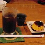 かふぇたまき - アイス珈琲350円とプリン150円