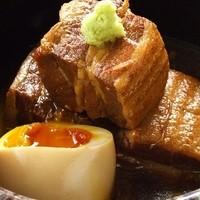 糸島産トロットロ豚の角煮。半熟卵添え