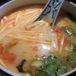 Sawadee Lemongrass Grill - 日替わりランチの中華スープをトムヤムクンに変更=985円(+105円)