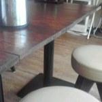 のるかそるか - 入口直ぐのテーブル席