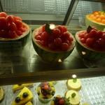 ワール・ボンボン - スイカのショートケーキ(期間限定) 630円 生クリームとスポンジケーキが中に入ってます。すいかのサイズにより価格は変動!