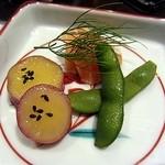 和彩キッチン直 -  突き出し(自家製サーモン燻製、新さつまいものレモン煮、黒豆の枝豆)