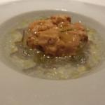 レストラン ラ フィネス - 熊本県天草の赤雲丹と上賀茂の賀茂茄子のカクテル仕立て          ~シャンテルドンを使った海水の再構築           ジュンサイのアクセントがいい。