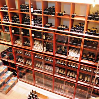 併設のワインショップからどれでもお好きなワインを持込可能!